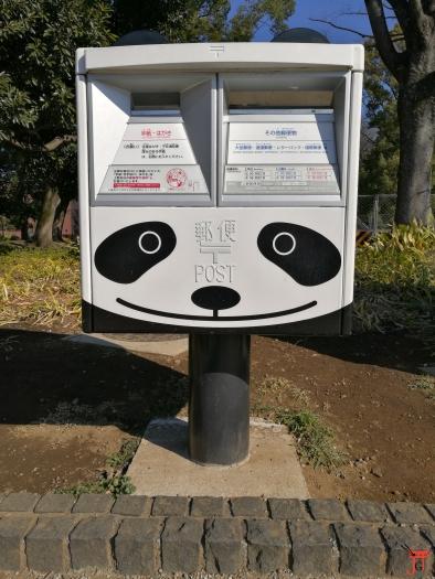 Au parc Ueno on trouve des boîtes aux lettres complètement géniales