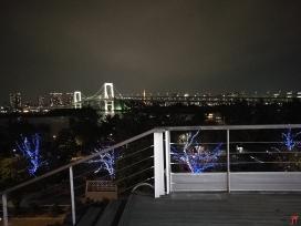 Le Rainbow Bridge à Tokyo, impressionnant le soir