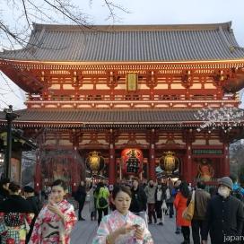 on continue avec Asakusa et le senso-ji magnifique en soirée.
