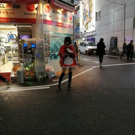on trouve encore quelques maids à Akihabara, rare mais il en reste !!